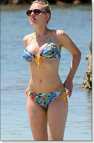 Scarlett Johansson 2011 bikini