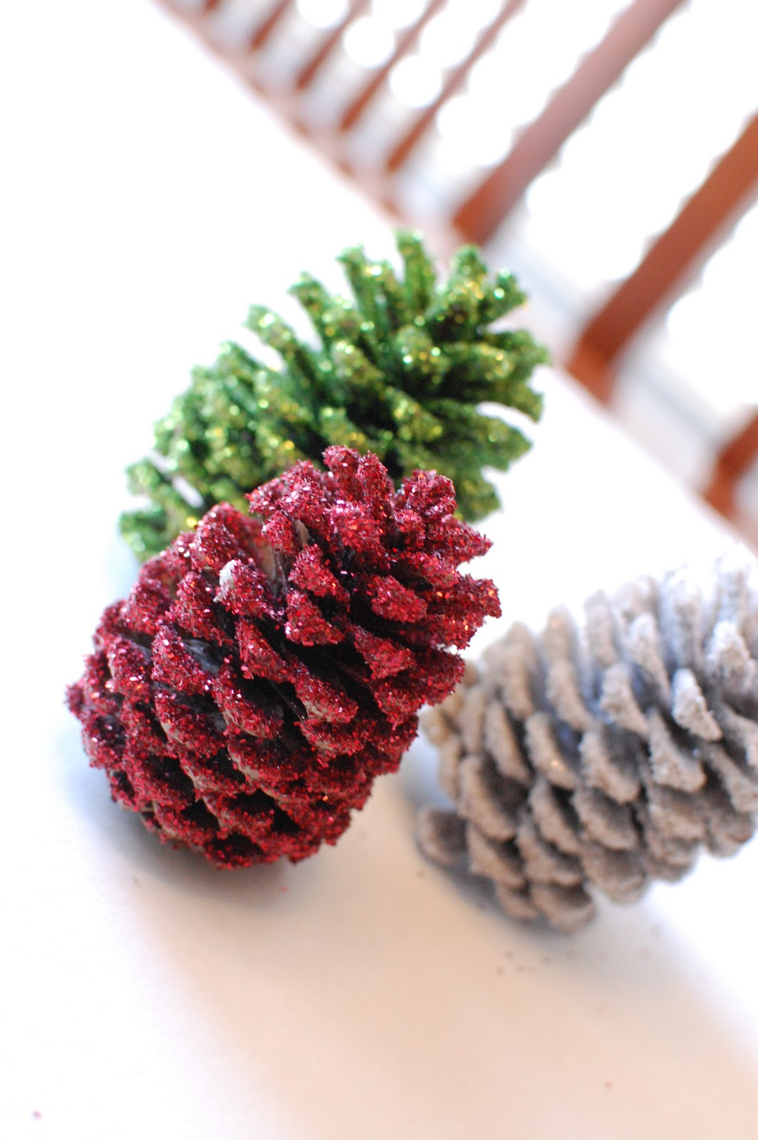 Cheri 39 s creation 39 s blog diy making glittering pinecones for What to do with pine cones for christmas