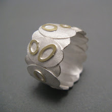 Oval leaves ring