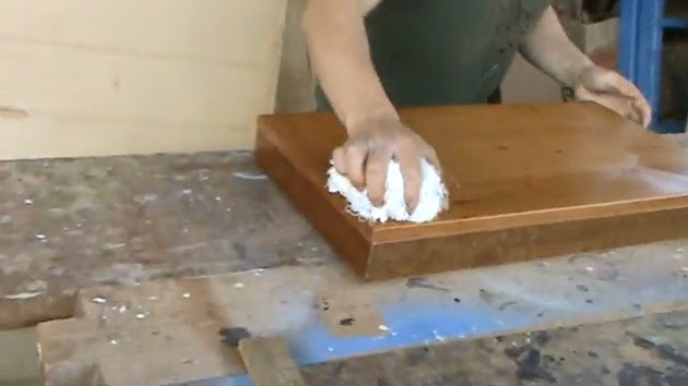 Decoraciones manualidades en madera como proteger for Quitar cera de muebles envejecidos