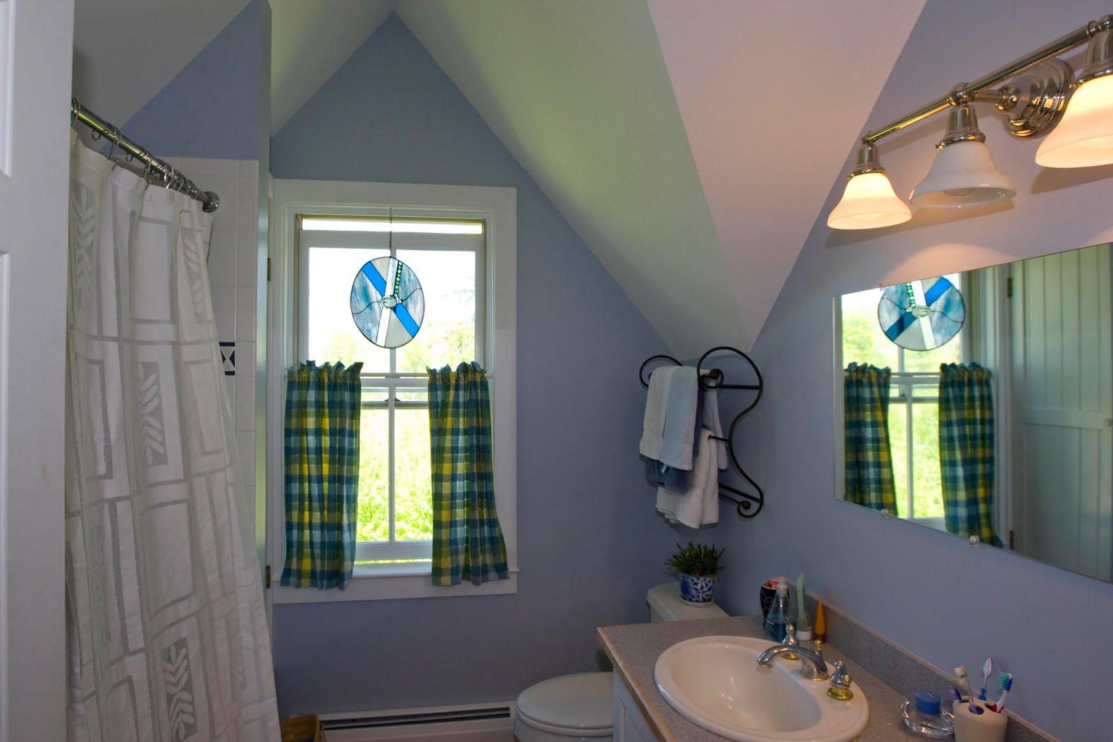 Bathroom ceiling paint flat or semi gloss - Saturday October 30 2010
