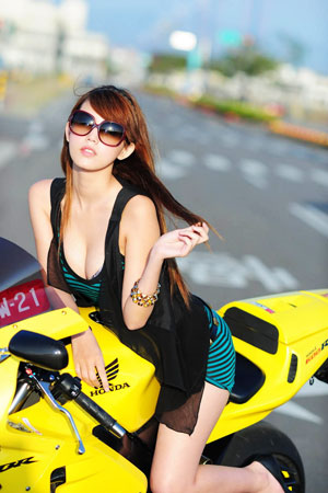 motorcycle and sexy girlclass=motorcycle