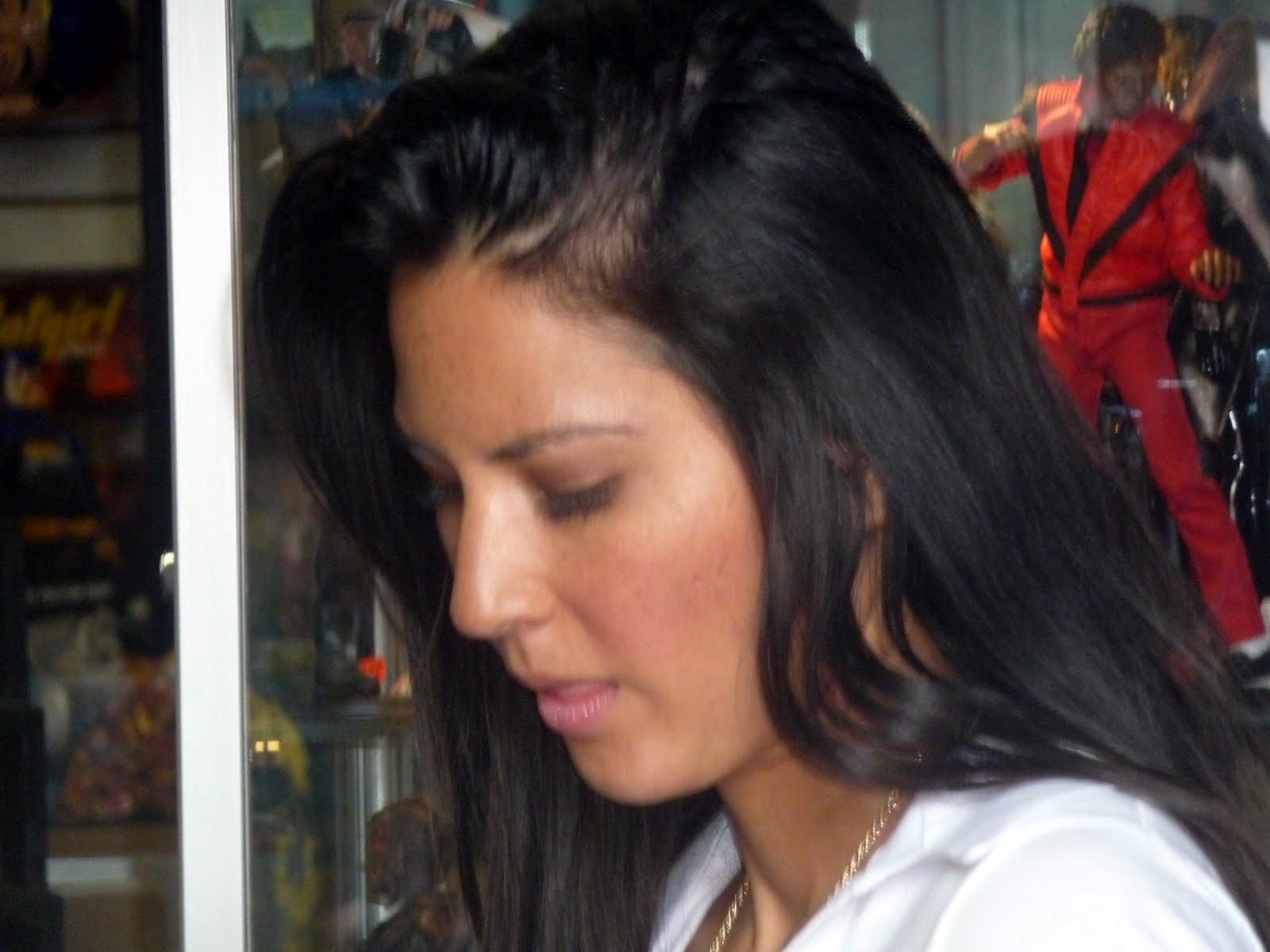 http://2.bp.blogspot.com/_4r9XcWo8Xgk/S8NeNCPcBfI/AAAAAAAAFyE/RI6bOQ1G69w/s1600/Olivia%2BMunn-%2BOMFG%2B4-11-10%2B016.jpg