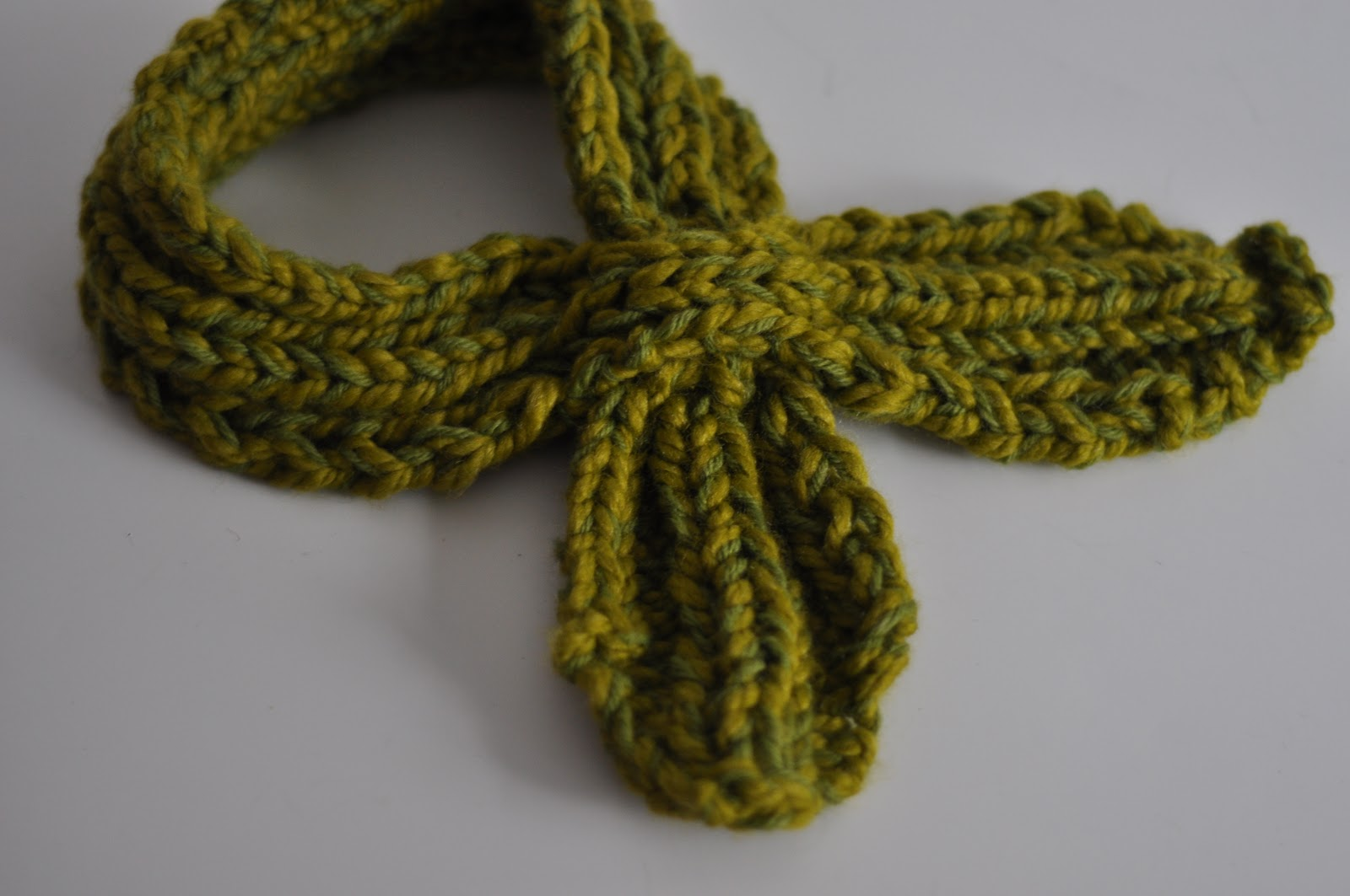 Knitting Pattern For Scarflette : Aesthetic Nest: Knitting: Looped Scarflette for Me ...