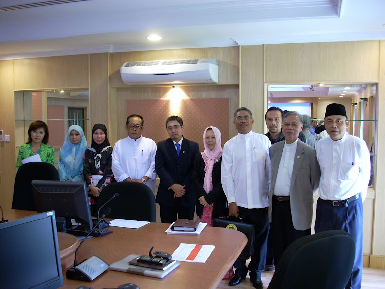 Group Photograph with Dato Hj Abdul Hamid Jaafar, Permanent Secretary, Ministry of Industry & PR