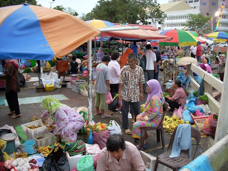 Tamu Kg Kianggeh Berjual Hasil Pertanian.