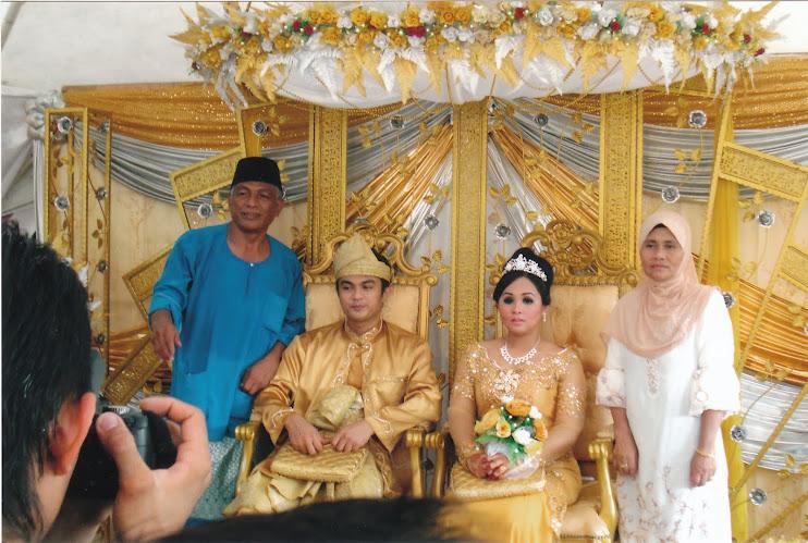 Bapa & Ibu Pengantin Bersama Anaknya