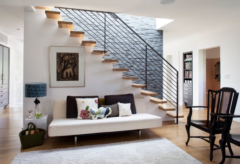 Stair Wall Decorating Ideas