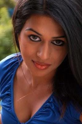 telugu actress Shraddha das wil hot sexy show off pics