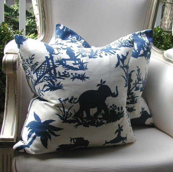 chinoiserie chic blue and white chinoiserie pillows. Black Bedroom Furniture Sets. Home Design Ideas
