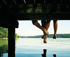 Me siento frente al río