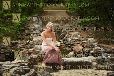 Plano senior portraits outdoors poses for girls in beautiful locations