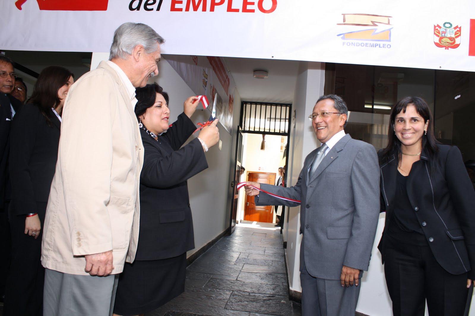 Movida social trujillana ministra de trabajo inaugura nueva oficina del servicio nacional del - Oficina del servicio andaluz de empleo ...