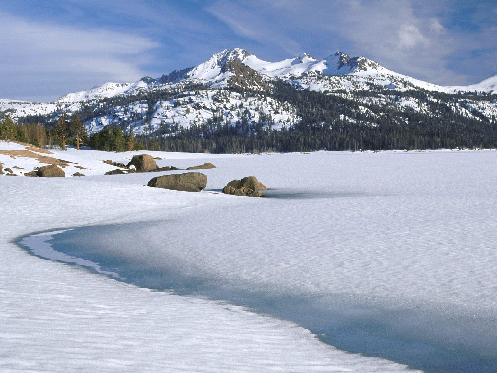 http://2.bp.blogspot.com/_4zaBvBMGWxg/TQUiAp0ds4I/AAAAAAAAACE/HOh1aai8wp0/s1600/Caples+Lake%252C+Sierra+Nevada%252C+Calif.jpg