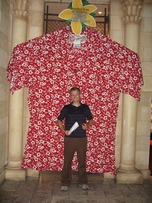 worlds biggest hawaii/aloha shirt.