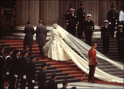 princess diana wedding gown photos. princess diana wedding gown