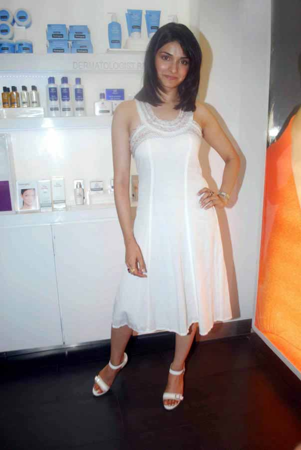 [Actress-Prachi-Desai-Stills-in-white-123bolly-com-9.jpg]