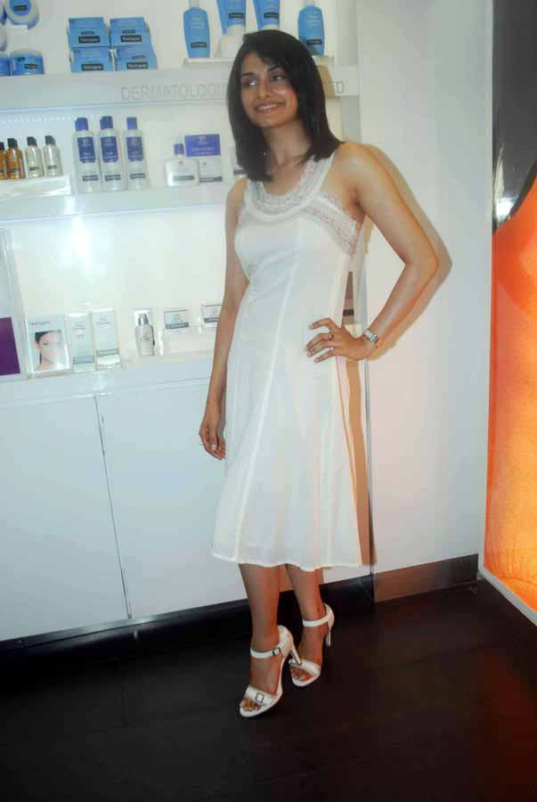 Prachi Desai - Prachi Desai in White Dress at store launch