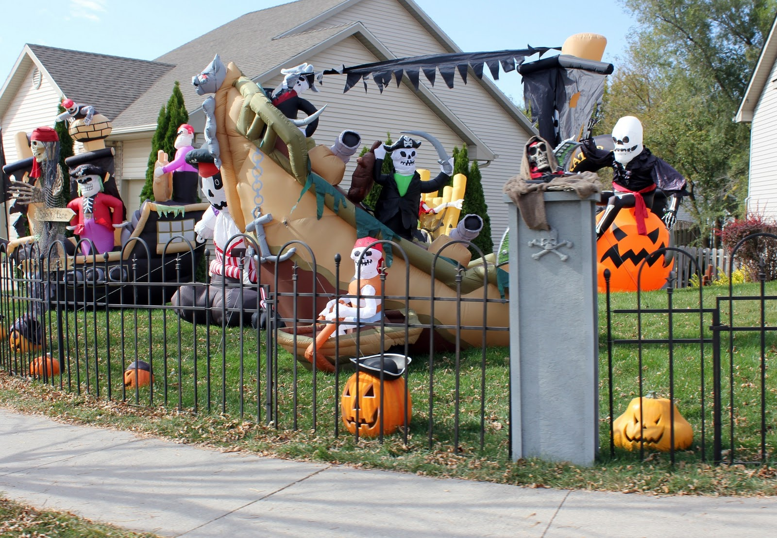 The Pirate House The 13 Best Halloween Houses Decorations! - Best Halloween House Decorations