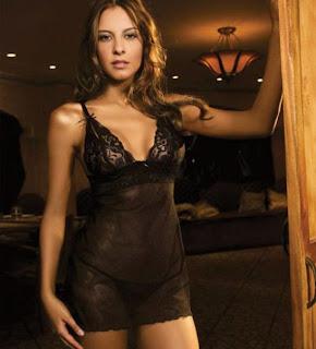 Laura Acuña, modelo y presentadora en el canal RCN