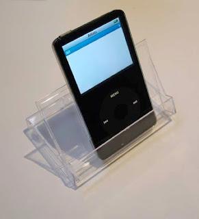 Soporte y funda para iPod con una caja de cassette