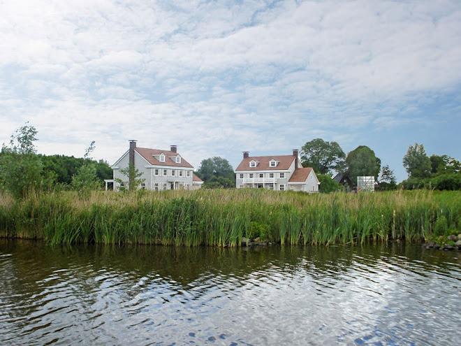 Foto: twee Colonials in het project Hampton Court bij Leeuwarden