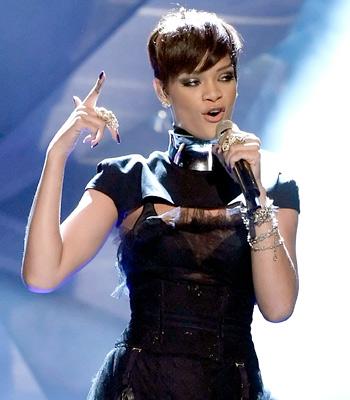 rihanna short hair 2010. 2010 Rihanna Short Hairstyles