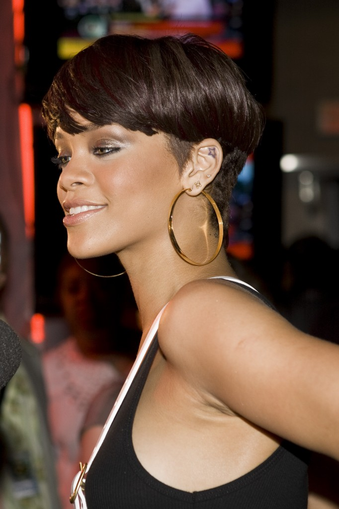 rihanna short hair 2010