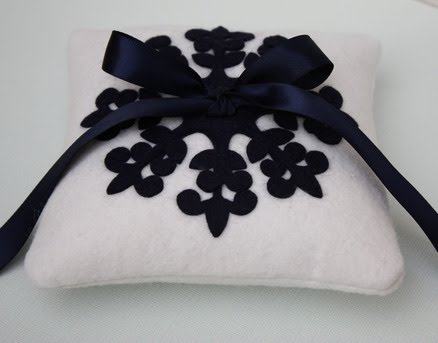 How perfect would this snowflake ringbearer pillow be for a winter wedding
