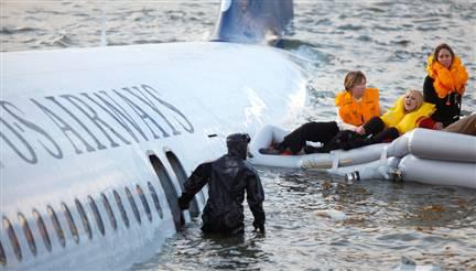 [g-usn-090115-nyc-plane-crash-3p.grid-6x2]