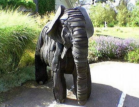 Patung Gajah dari bahan ban bekas