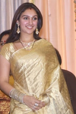 Check Out South Indian Actress Sridevi Beautiful Gold Col