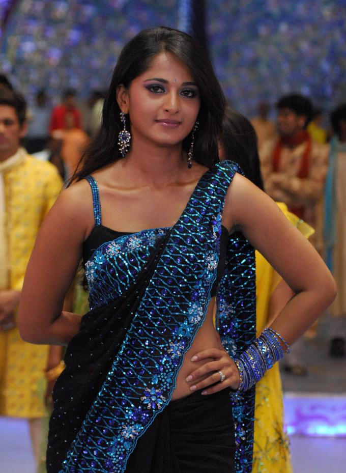 [Anushka-Black-Ssaree1.jpg]