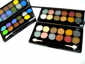M.A.C eyeshadow 12colour Hello Kitty RM18