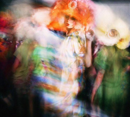 [Backstage+at+Galliano+exhibition+by+Mark+Leibowitz2.jpg]