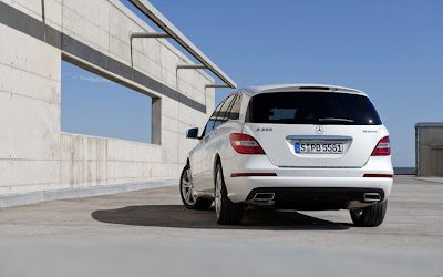 2011 mercedes benz r class rear view