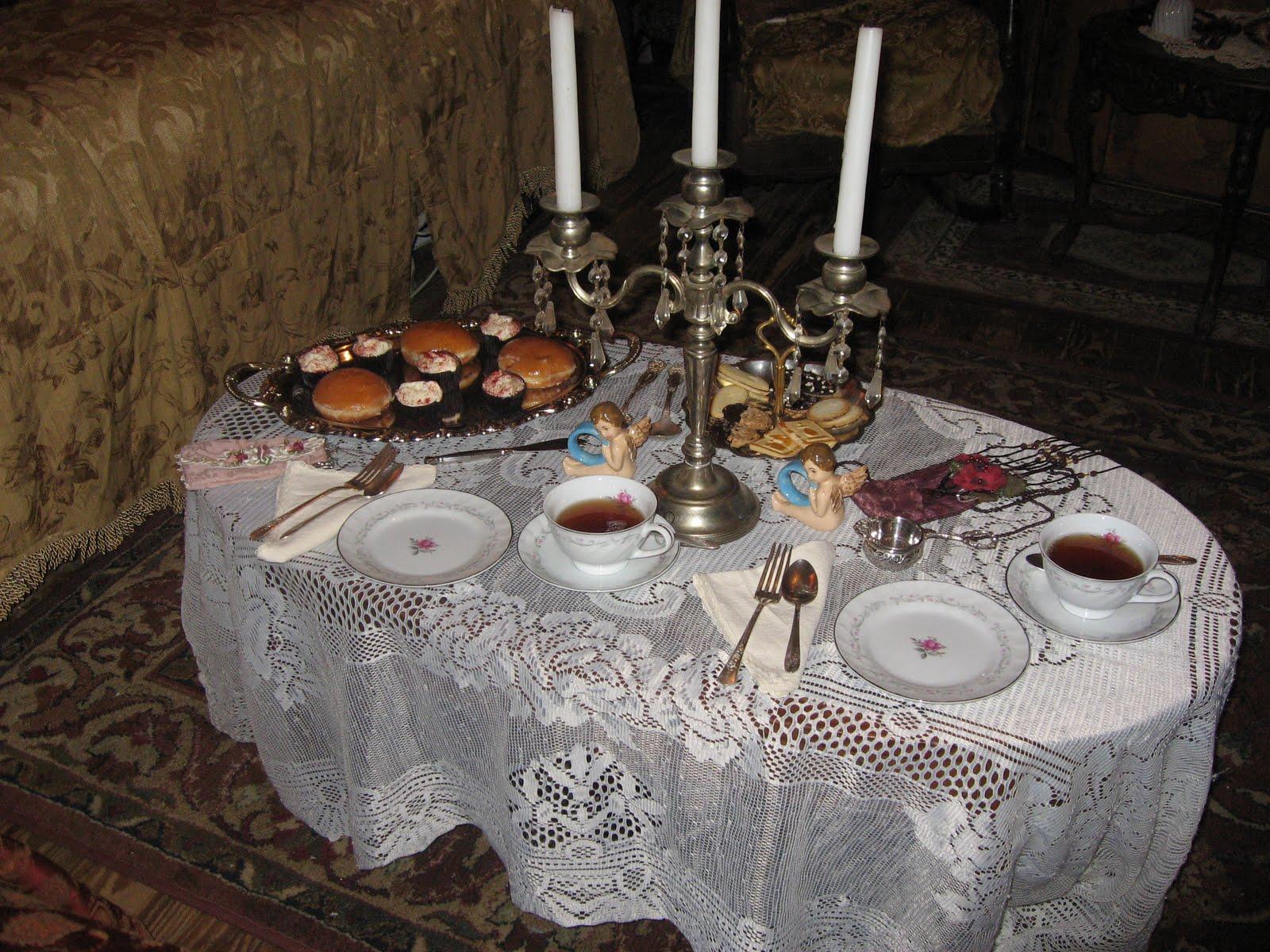 http://2.bp.blogspot.com/_5DoXzNRAJMk/TP1yRJRARtI/AAAAAAAAEPM/Fb5qyGRuoDg/s1600/Victorian+Tea+Silver+parlor+019.JPG
