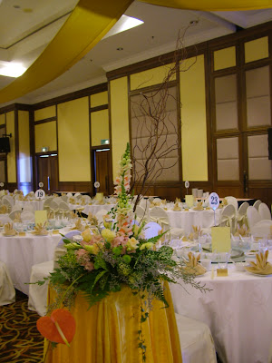Liangliang diary wedding decoration at vistana hotel penang i combined both ikebana and english style to my flowers decoration junglespirit Image collections