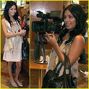 Vanessa Hudgens Paparazzi 1