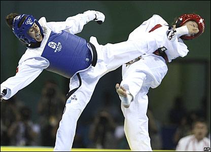 Taekwondo el arte de golpear con los pies y las manos