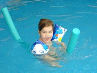 Piscina+02 2008+001 Adaptação ao meio aquático para crianças