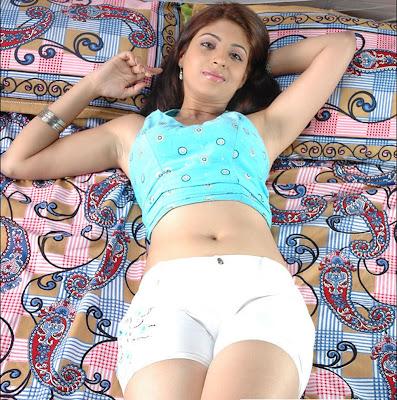 http://2.bp.blogspot.com/_5IKRfLcvbrA/ShsL5qGGlyI/AAAAAAAAAaQ/Yw2dpwsK_do/s400/Navel,+pokkil,+nabhi,+boddu,+telugu+deep+thoppul.jpg