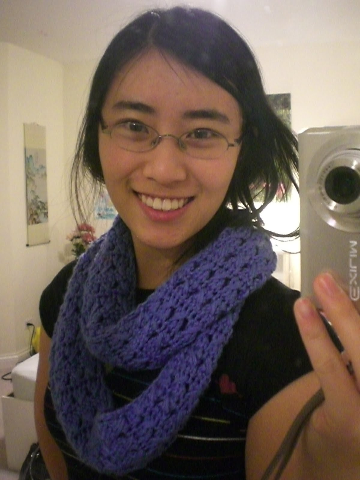 The Stingy Stitcher: Blue infinity scarf: A Forever 21 knock-off, shhh!