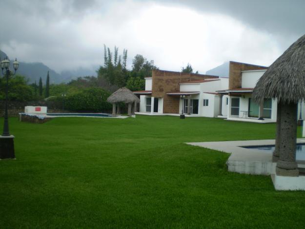 Venta de casas y terrenos hermosa villa con 16 casas y 2 albercas