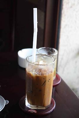 http://2.bp.blogspot.com/_5K_-030uuHw/Scq76N2NeMI/AAAAAAAABA0/vXAVECKlWPs/s400/ca+phe+chon+with+milk+and+ice.jpg