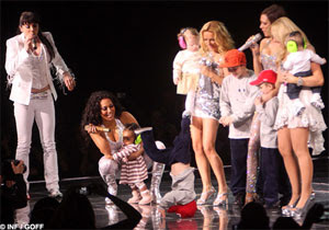 Spice Girls concert - Cruz Beckham breakdances - It's fashion, dahling!