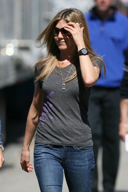 [gallery_main-0331_jennifer_aniston_baster_04.jpg]