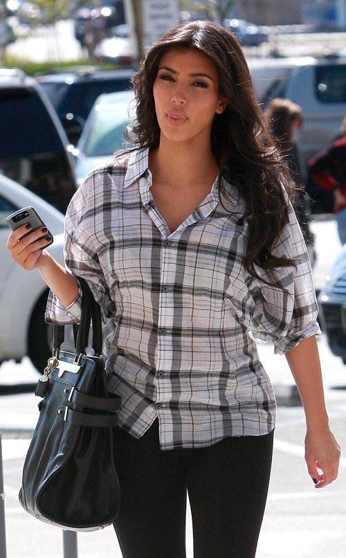 [kim-kardashian-3319-7.jpg]