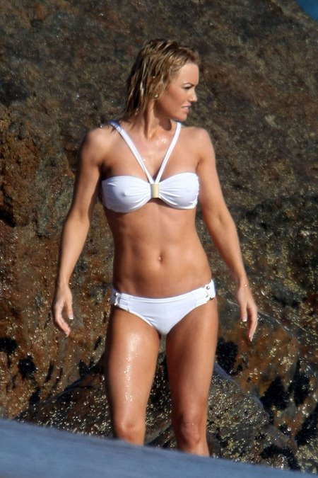 [gallery_main-0607_kelly_carlson_bikini_05.jpg]