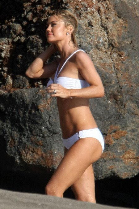 [gallery_main-0607_kelly_carlson_bikini_06.jpg]